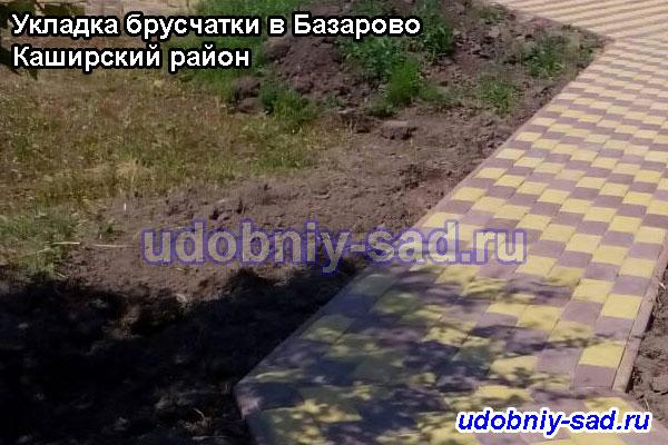 Пешеходные дорожки мощённые двухцветной брусчаткой на даче (село Базарово Каширского района Московской области)