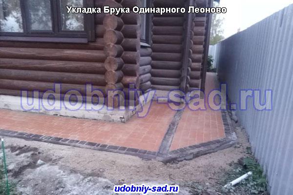 Укладка тротуарной плитки Брук Одинарный на даче в деревне Леоново под ключ