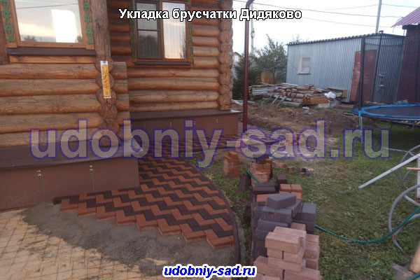 Укладка брусчатки на даче в деревне Дидяково под ключ