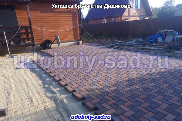 Укладка брусчатки собственного производства на даче в деревне Дидяково