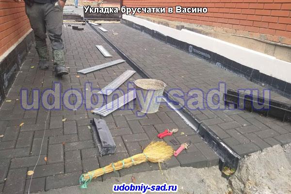Укладка брусчатки на даче под ключ в Васино (Чеховскский район)